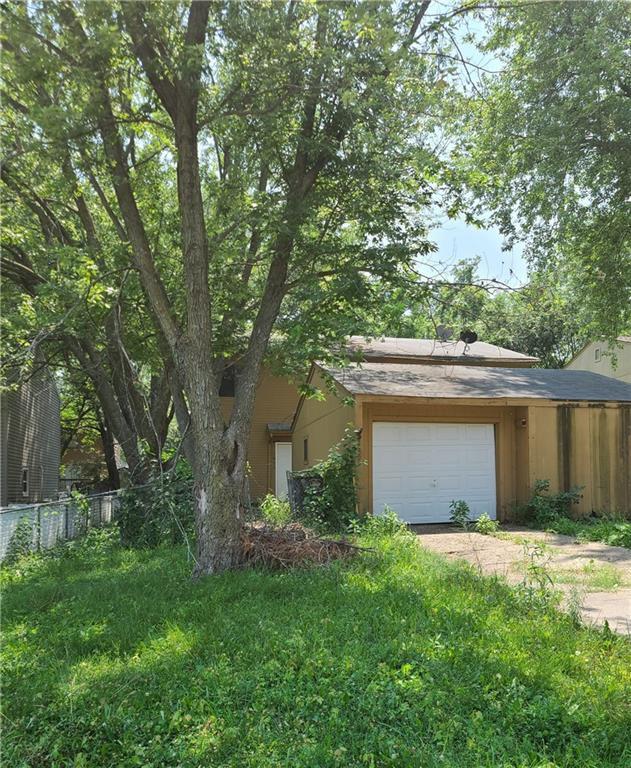 1859 E Creston Ave, Des Moines, IA 50320