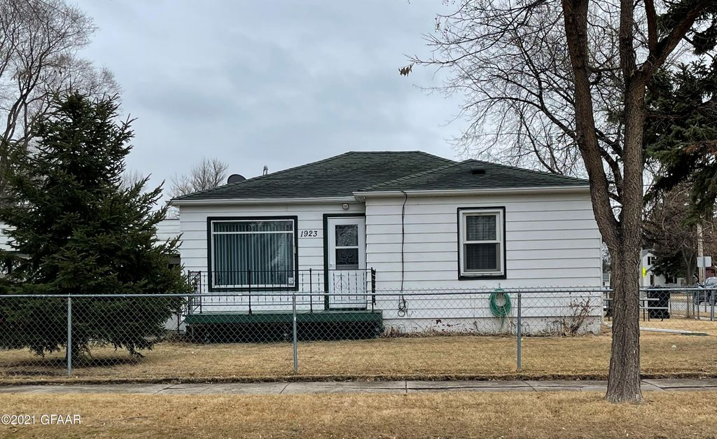 1923 6th Ave N, Grand Forks, ND 58203