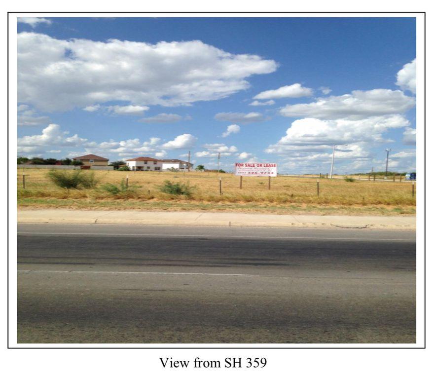 102 Floral Blvd, Laredo, TX 78043