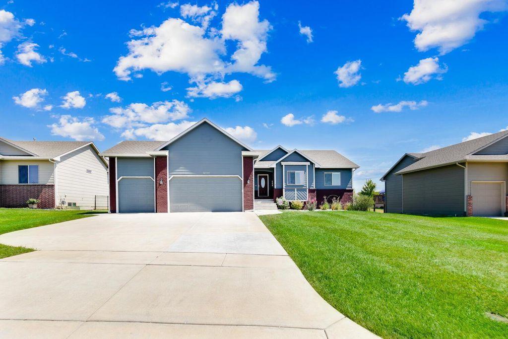12333 E Zimmerly Ct, Wichita, KS 67207