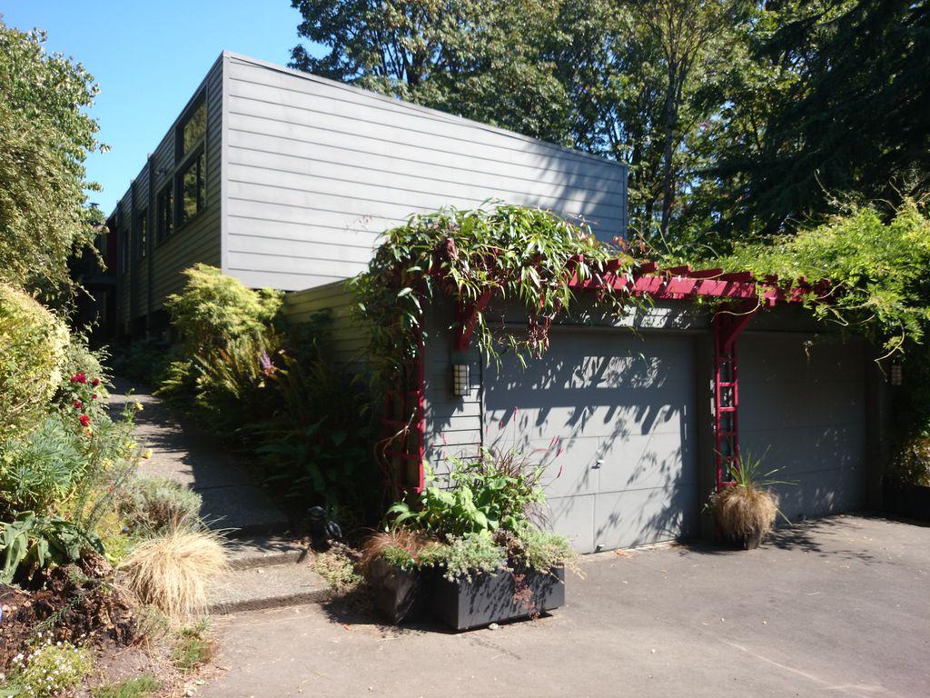 3302 S Washington St, Seattle, WA 98144