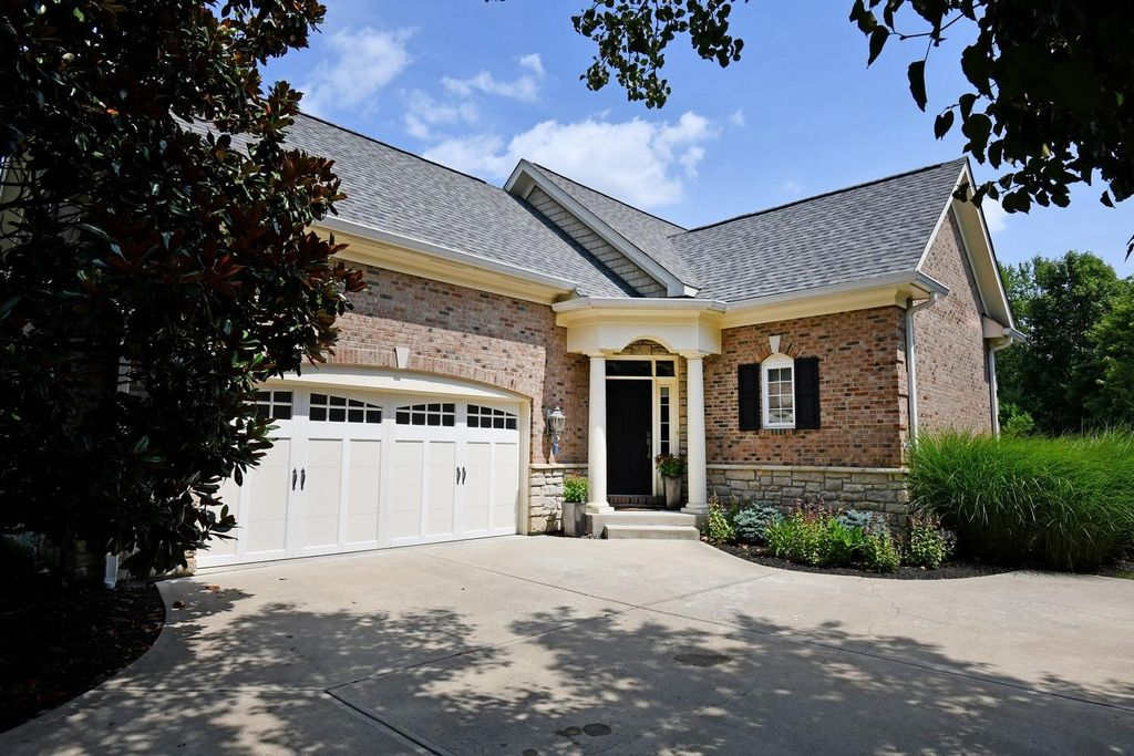 7254 Harbour Town Dr, West Chester, OH 45069