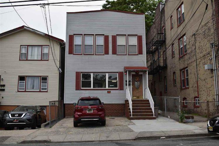 218 Seaview Ave, Jersey City, NJ 07305