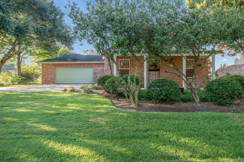 9243 Colleen Rd, Houston, TX 77080