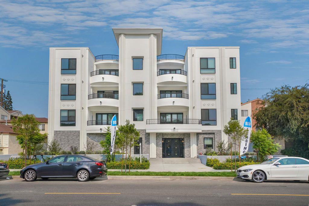 1832 S Barrington Ave #304, Los Angeles, CA 90025