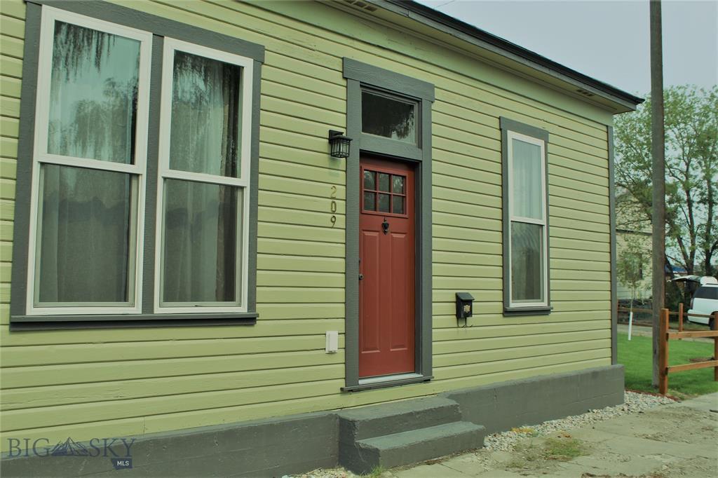 209 Curtis St, Butte, MT 59701