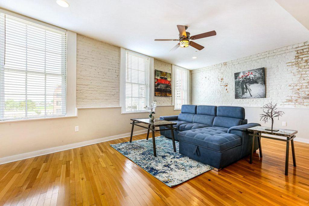 237 N Peters St #402, New Orleans, LA 70130