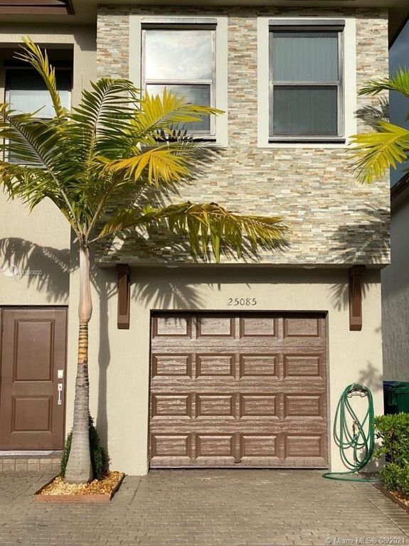 25085 SW 107th Ave, Homestead, FL 33032