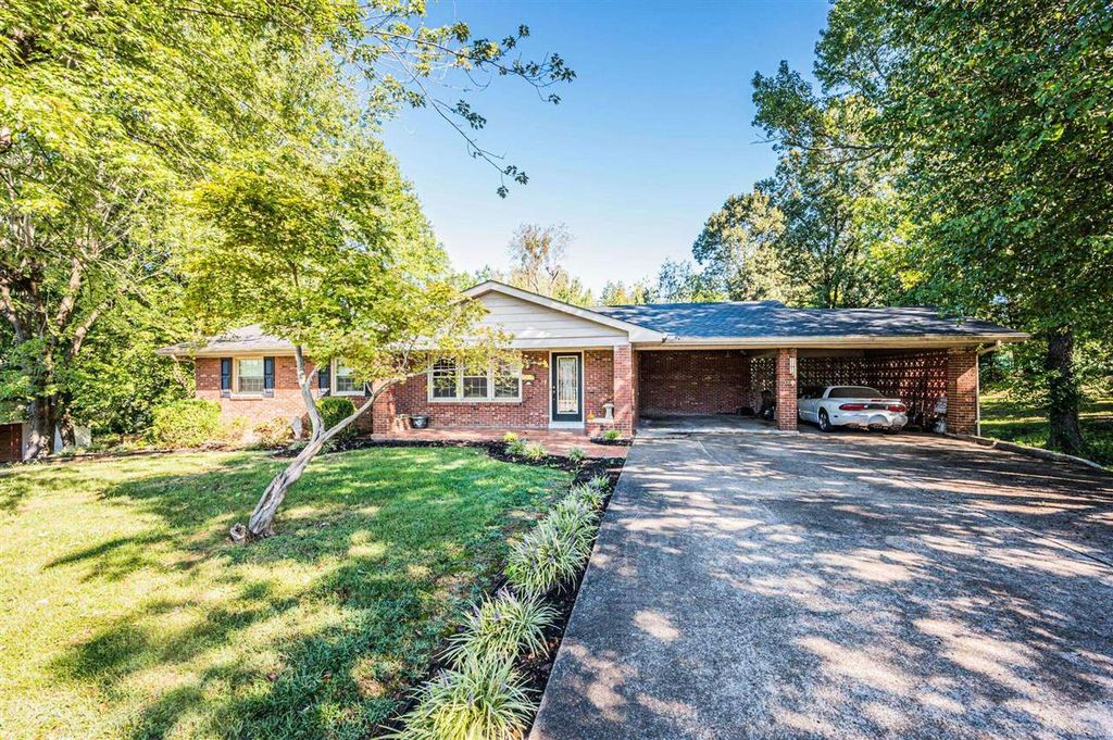 223 Twin Hills Dr, Greenville, KY 42345