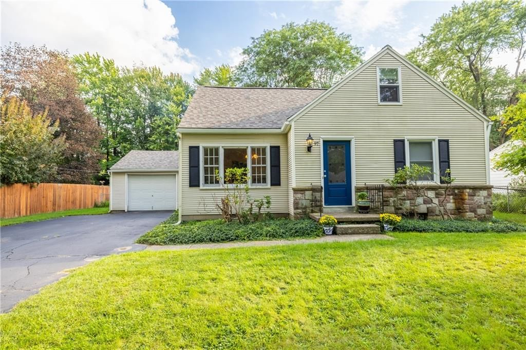 97 Southland Dr, Rochester, NY 14623