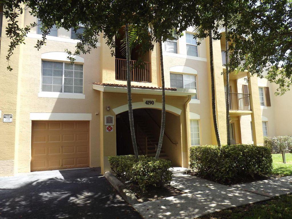 4190 San Marino Blvd #104, West Palm Beach, FL 33409