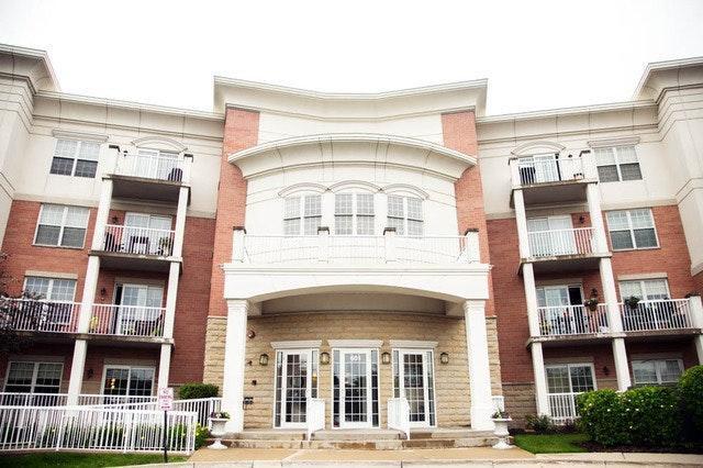 601 W Rand Rd #210, Arlington Heights, IL 60004