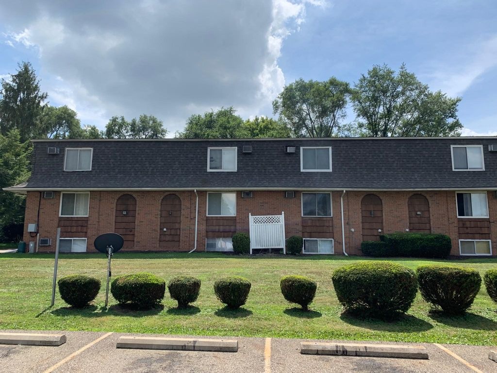 3795 Mount Pleasant St NW #15, North Canton, OH 44720