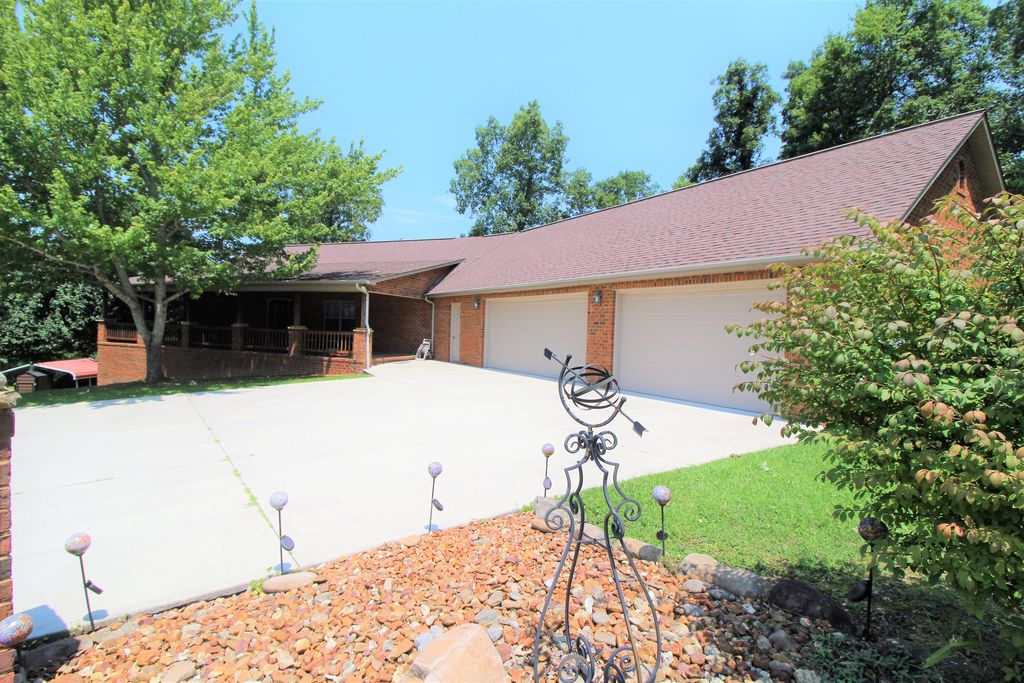 169 Catoosa Canyon Dr, Crossville, TN 38571