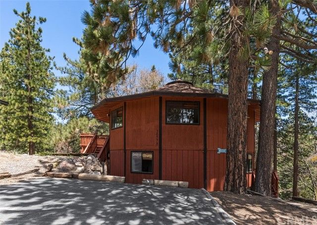 30778 Knoll View Dr, Running Springs, CA 92382