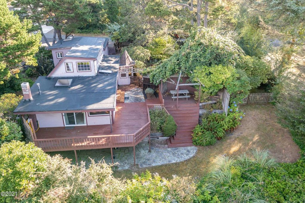 2709 SW Dune Ave, Lincoln City, OR 97367