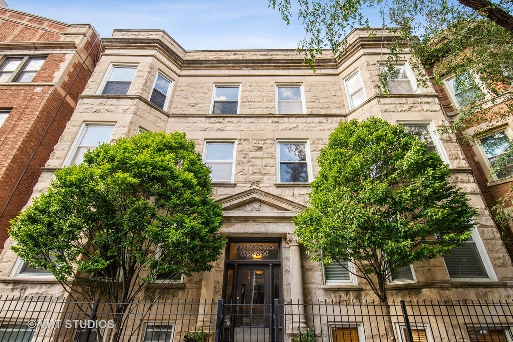 814 W Cuyler Ave #2E, Chicago, IL 60613