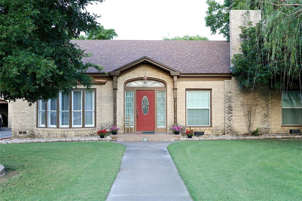 941 S Texas St, De Leon, TX 76444