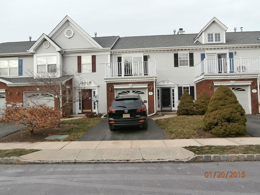 39 Sapphire Ln, Franklin Park, NJ 08823