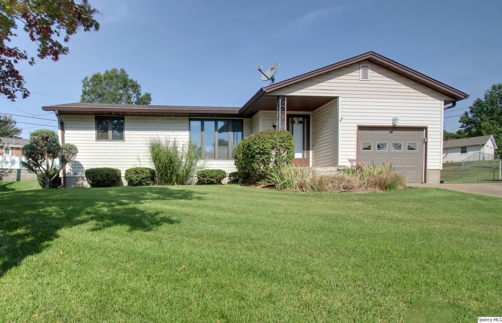 919 Anne Ave, Quincy, IL 62305