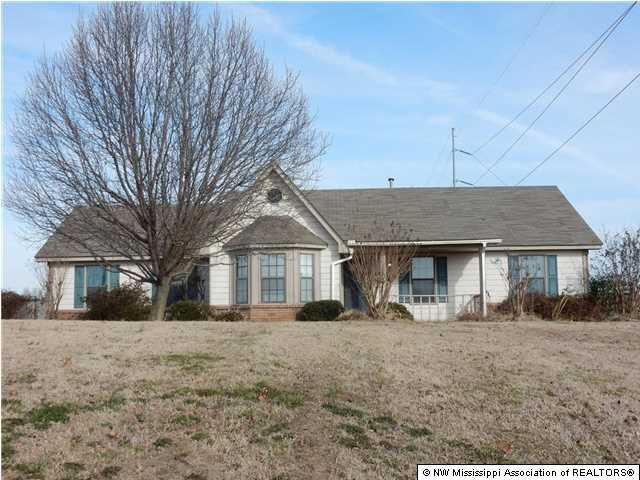 4050 Rollin Oaks Dr, Horn Lake, MS 38637