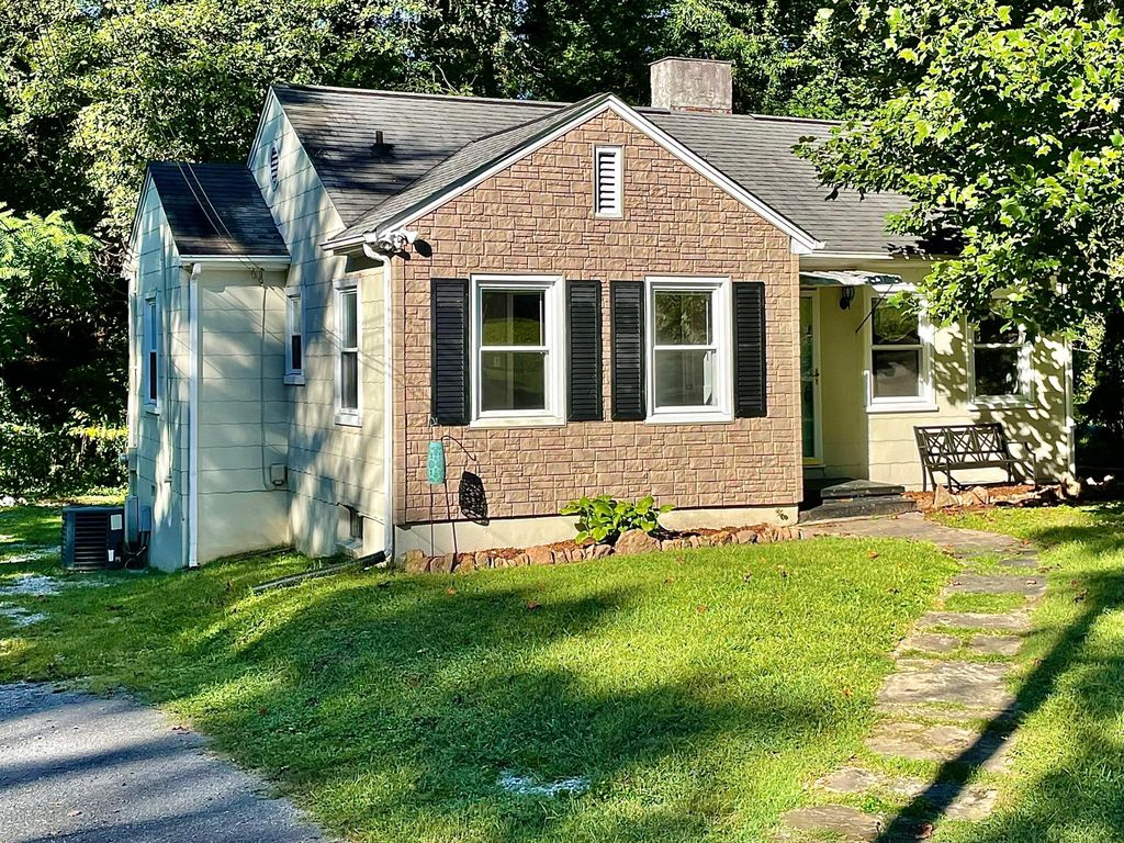 5405 Greencrest Rd, Knoxville, TN 37918