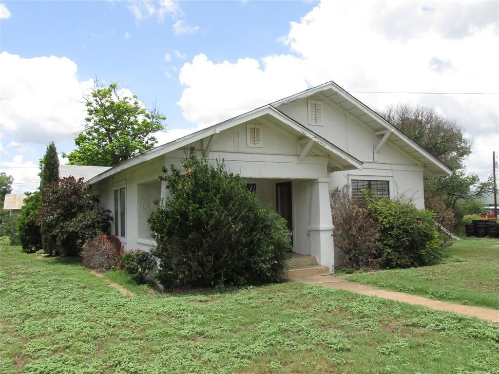 806 S College St, Brady, TX 76825