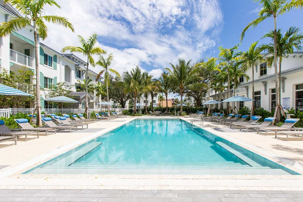 335 State Rd, Fort Lauderdale, FL 33317