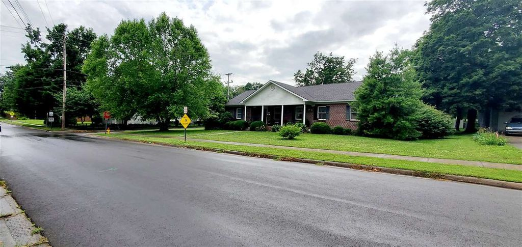 230 S College St, Franklin, KY 42134