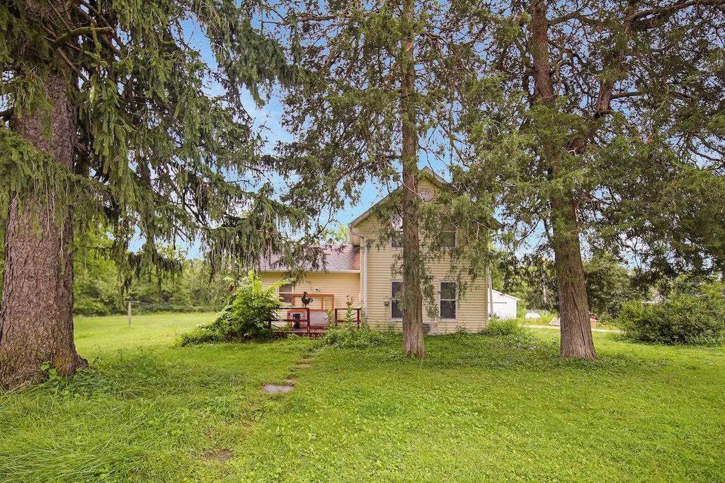 29335 E Big Barn Rd, Canton, IL 61520