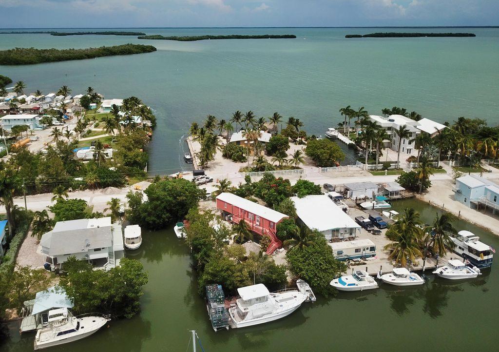 450 Hazel St, Key Largo, FL 33037