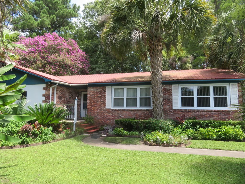 1369 Chisolm Rd, Round O, SC 29474