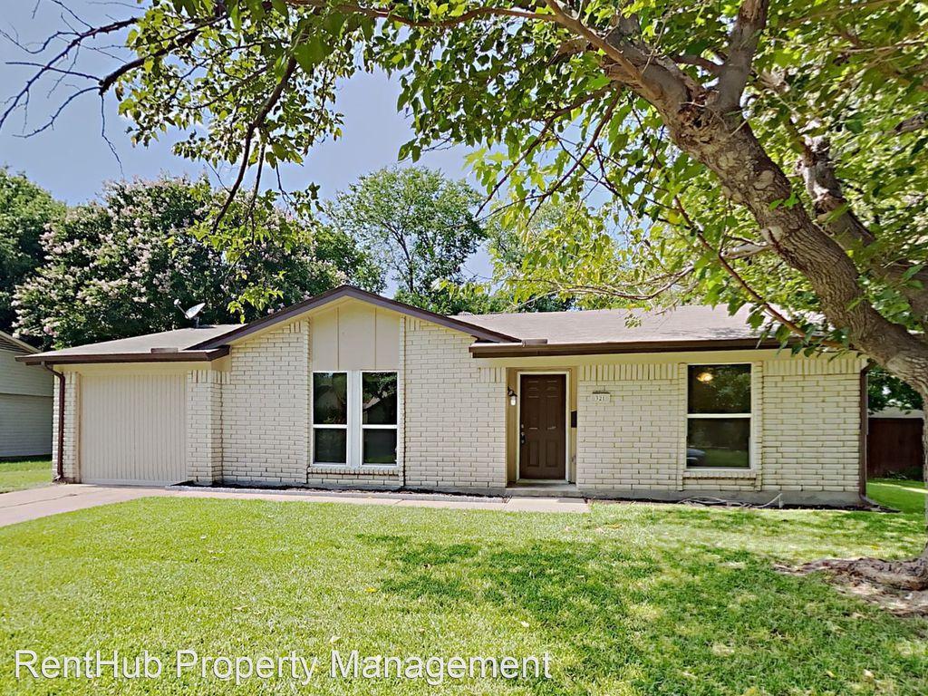 321 Meadowcreek Ln, Garland, TX 75043