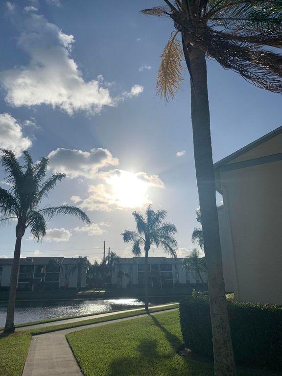 1108 Green Pine Blvd #H1, West Palm Beach, FL 33409