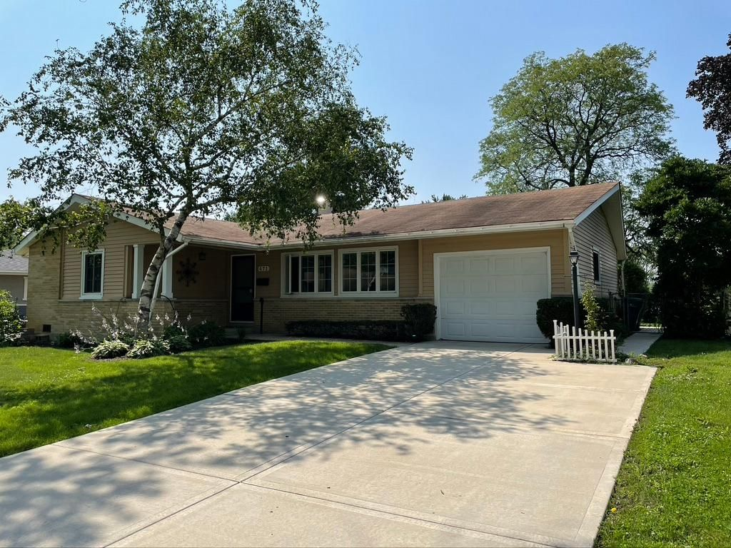 471 Lilac Ln, Elk Grove Village, IL 60007