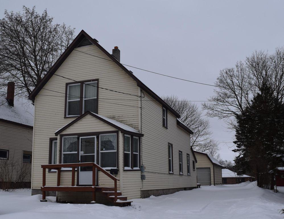 423 W Spruce St, Sault Sainte Marie, MI 49783