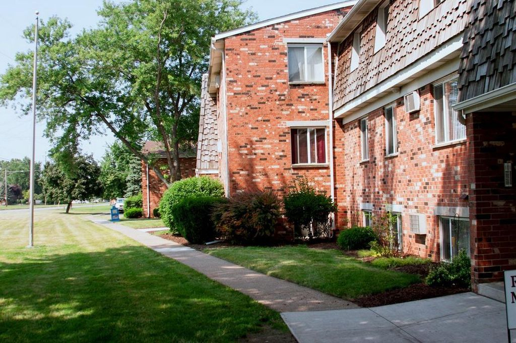 421 Foster Ave, Elyria, OH 44035