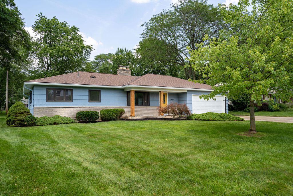 2420 Wickliffe Rd, Upper Arlington, OH 43221