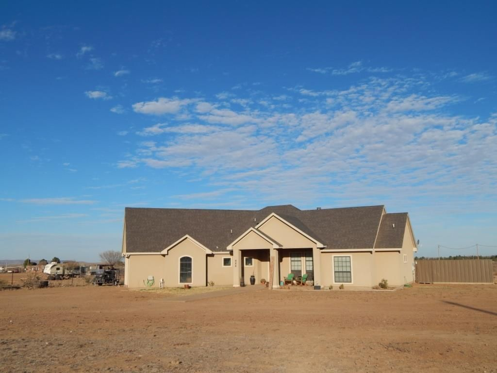 424 Desert Yucca Ln, Alpine, TX 79830