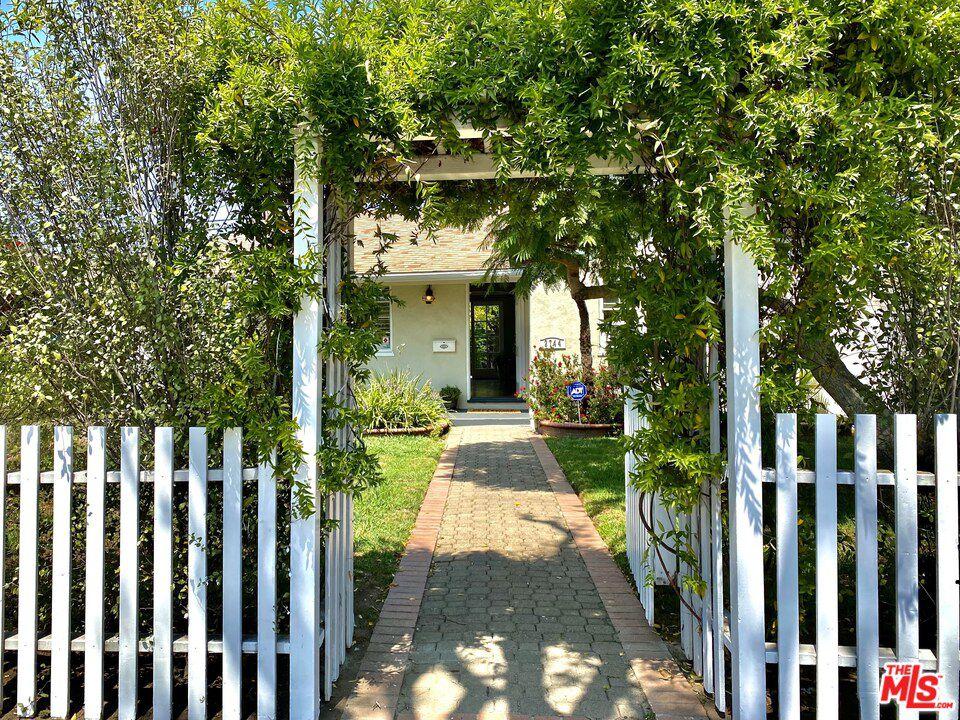 2744 S Barrington Ave, Los Angeles, CA 90064