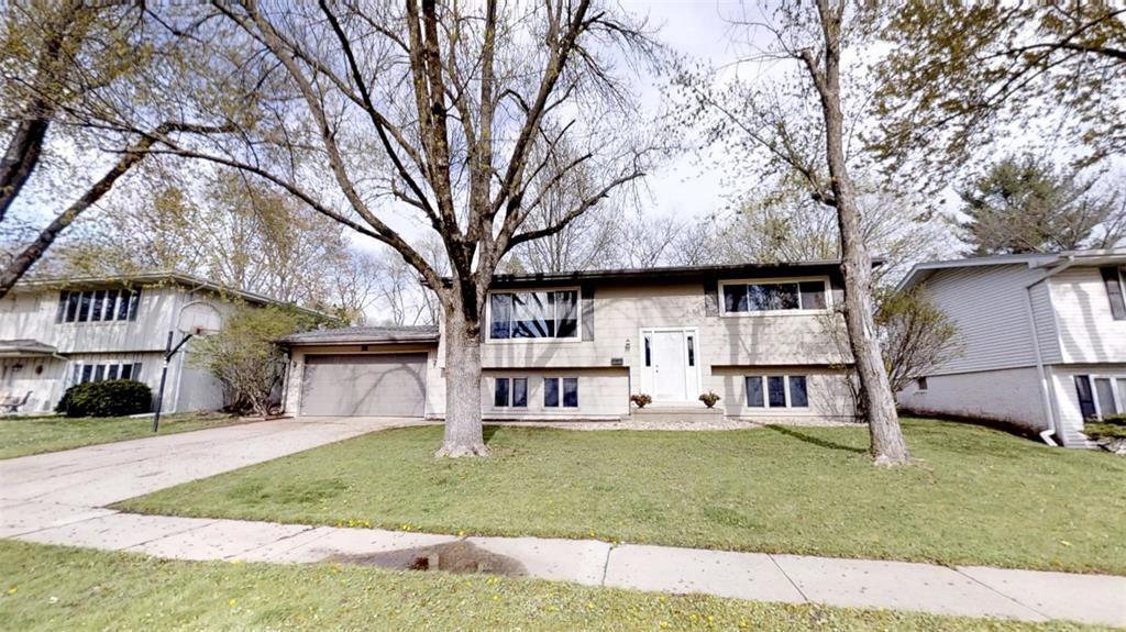 131 Meadowlark Ln NW, Cedar Rapids, IA 52405