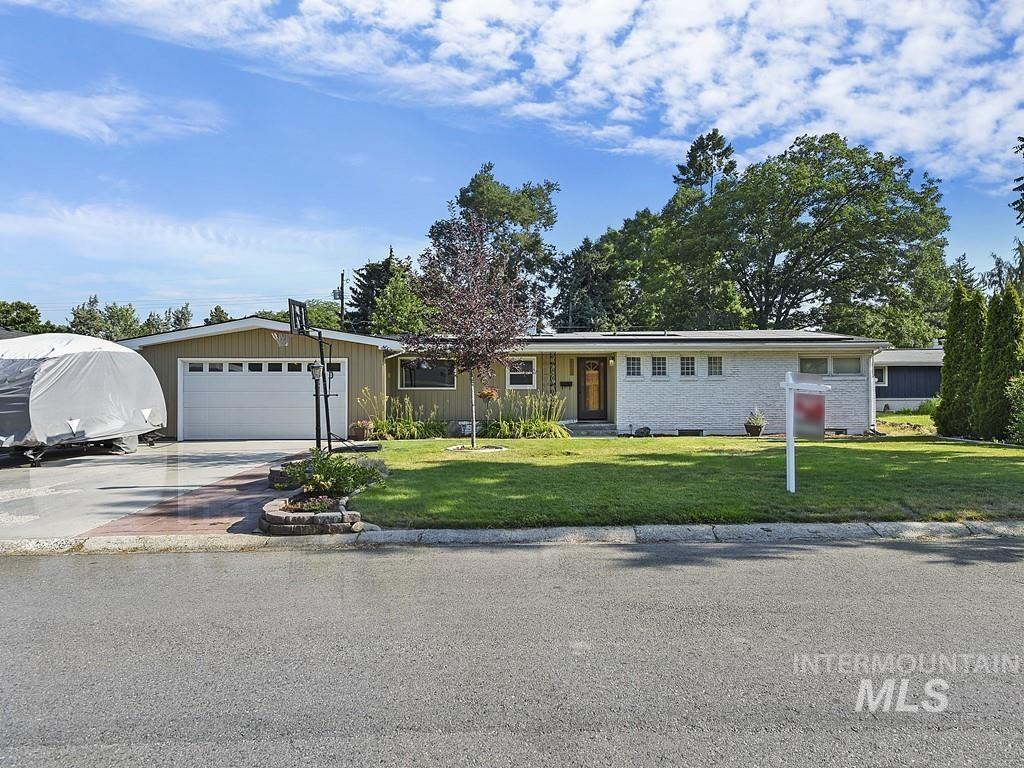 4906 W Greenbrier Dr, Boise, ID 83705
