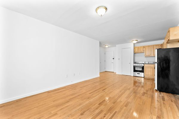379 E 10th St #A, New York, NY 10009
