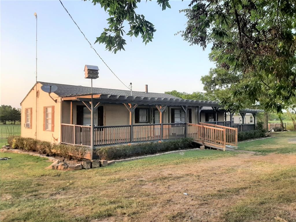 265 County Road 3416, Windom, TX 75492