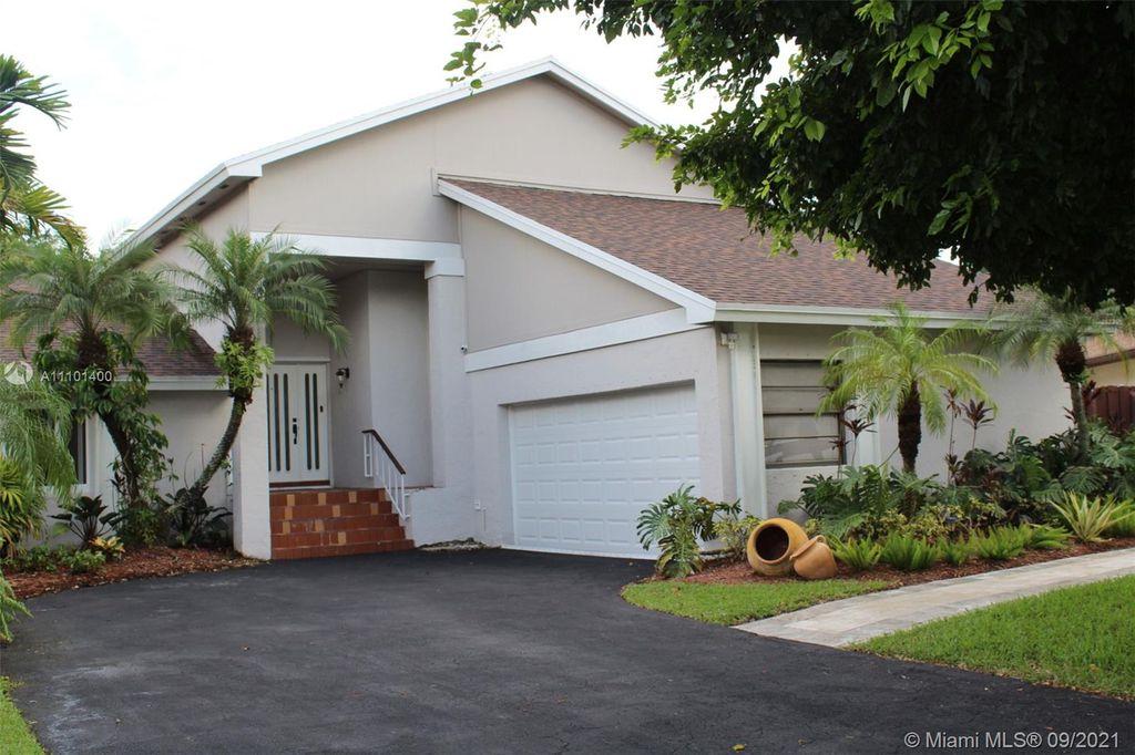 5411 SW 152nd Place Cir, Miami, FL 33185