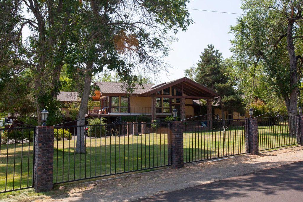 1750 Greenfield Dr, Reno, NV 89509