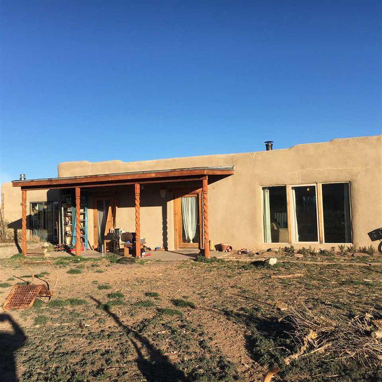 297 Cuchilla Rd, Ranchos De Taos, NM 87557