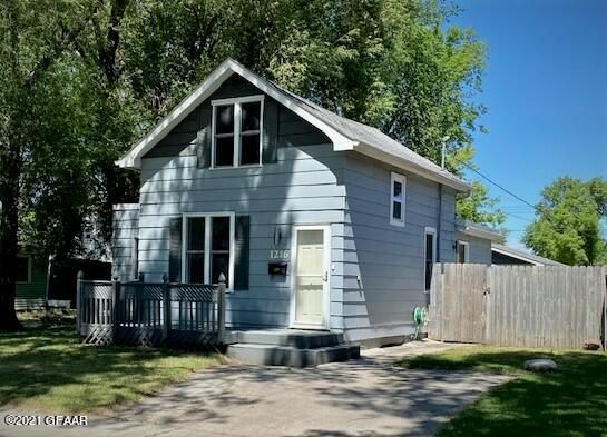 1216 6th Ave N, Grand Forks, ND 58203