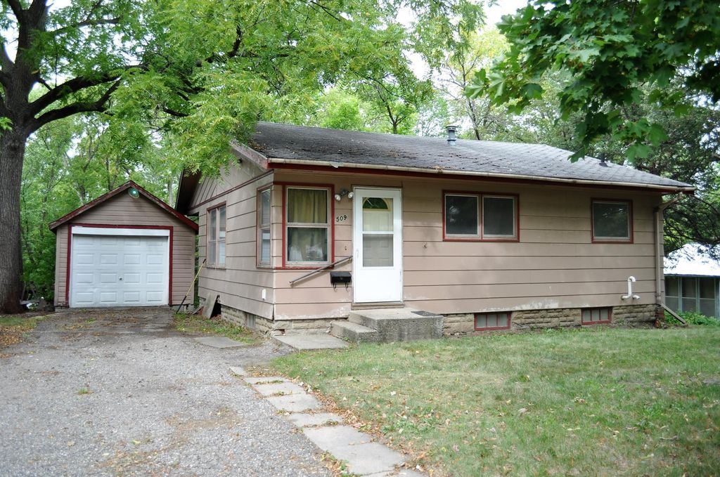 509 S 10th St, Montevideo, MN 56265