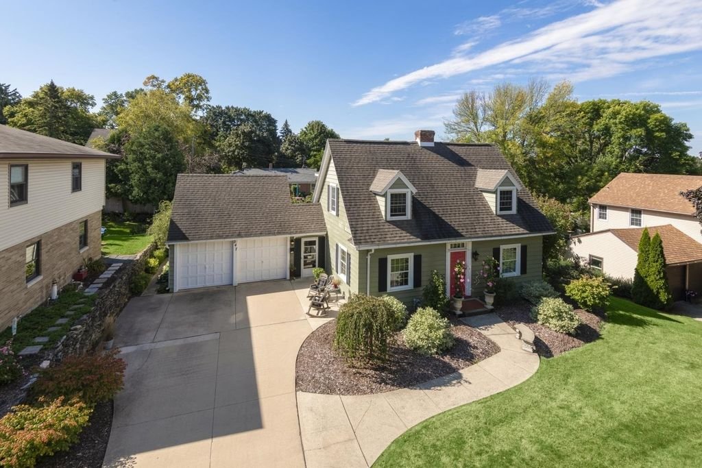 247 Iroquois Ave, Green Bay, WI 54301